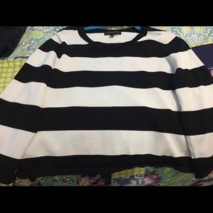 B&w striped cropped pullover